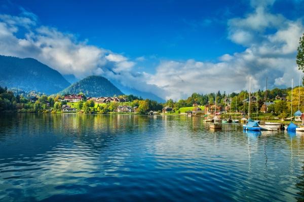 4 Sterne, 4 »Flipcharts«! Qualität und Charme für Ihre Tagung bietet das MONDI-HOLIDAY Seeblickhotel Grundlsee
